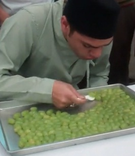 Jadł winogrona naczas - rekord Guinessa