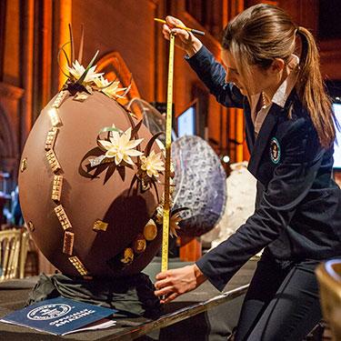 Najdroższe jajko zczekolady - rekord Guinessa