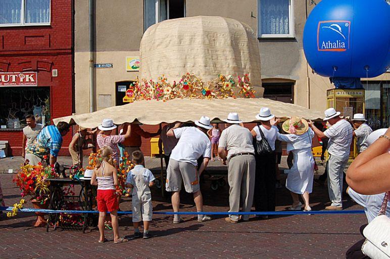 Rekord Guinessa nanajwiększy słomkowy kapelusz