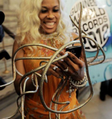 Najdłuższe paznokcie świata - rekord Guinessa