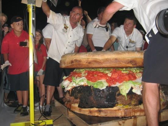 Największy hamburger dostępny wmenu - rekord