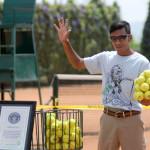 Najwięcej piłek tenisowych utrzymanych wdłoni