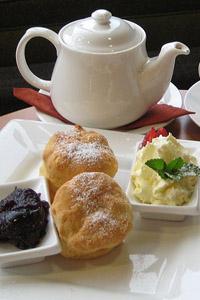 Rekord Guinessa wpiciu herbaty ijedzeniu bułeczek