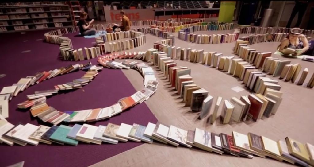 Najdłuższe domino zksiążek