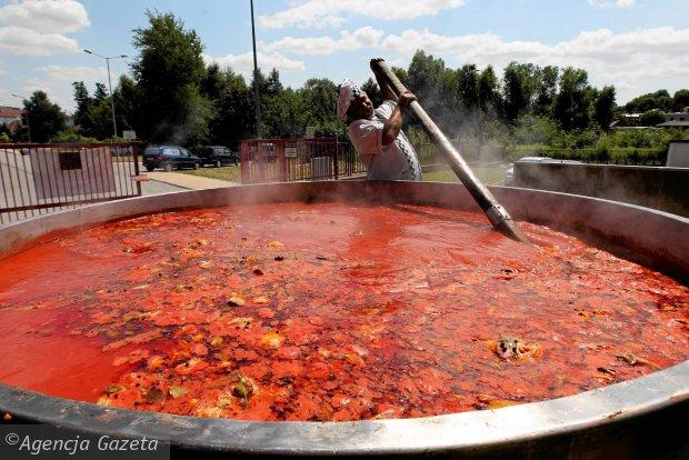 Największy garnek zupy pomidorowej