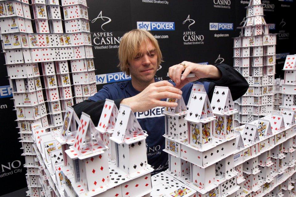 Rekord Guinessa w układaniu domków z kart