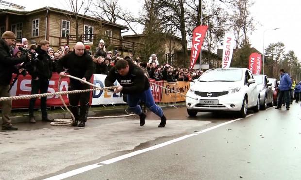 Nissan inajsilniejszy człowiek świat pobijają wspólnie kolejny rekord Guinnessa