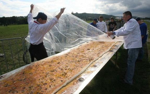 Najdłuższa pizza świata