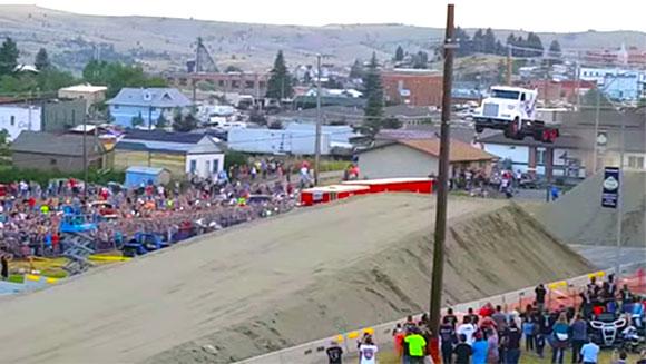 Najdłuższy skok samochodem ciężarowym