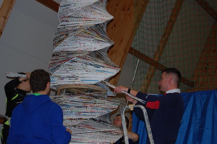 Największa choinka zpapierowej wikliny - Stepnica