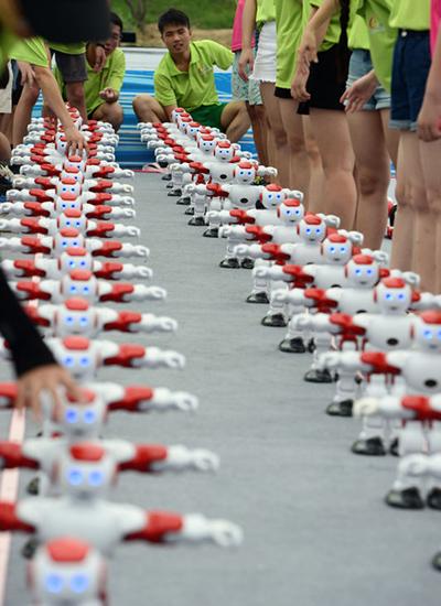 Najwięcej robotów tańczących jednocześnie - rekord Guinnessa