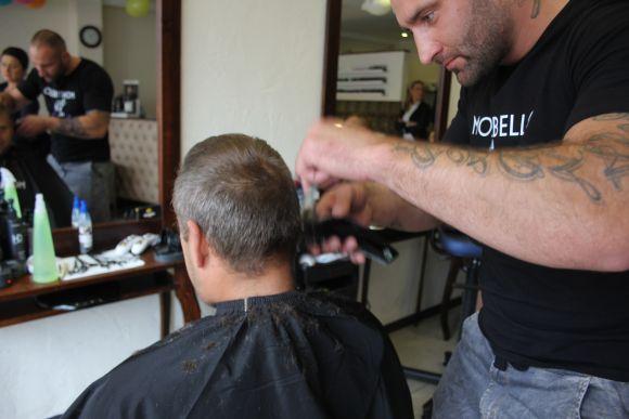 Obcinanie włosów naczas - Rekord Polski