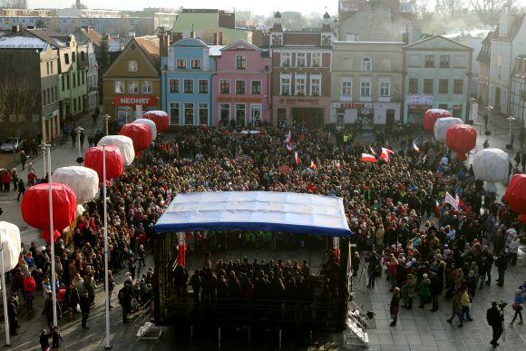 Najwięcej osób śpiewających hymn Polski jednocześnie - Puck