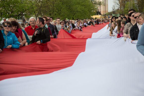 Najwięcej osób niosących flagę jednocześnie - rekord Guinessa