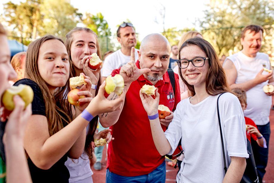 Najwięcej osób jedzących jabłka jednocześnie - rekord