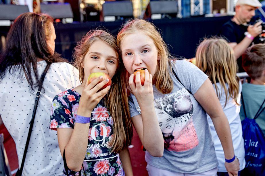 Najwięcej osób jedzących jabłka jednocześnie