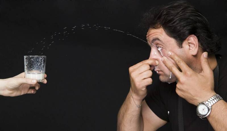 Mehmet Yilmaz - strzelanie mlekiem