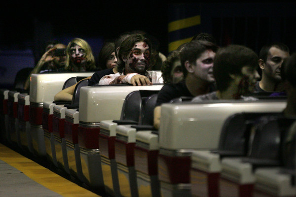 Najwięcej zombie na rollercoasterze – rekord Guinessa