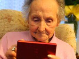 Ma 100 lat i wciąż gra na Nintendo