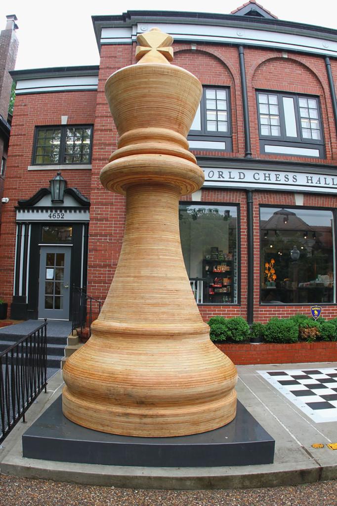 Największe bierki szachowe - rekord Guinessa