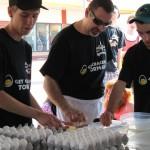 Rekord Guinessa w rozbijaniu jaj na czas