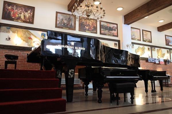 Największy fortepian naświecie - Szymbark