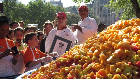 Największa sałatka owocowa - rekord Guinessa