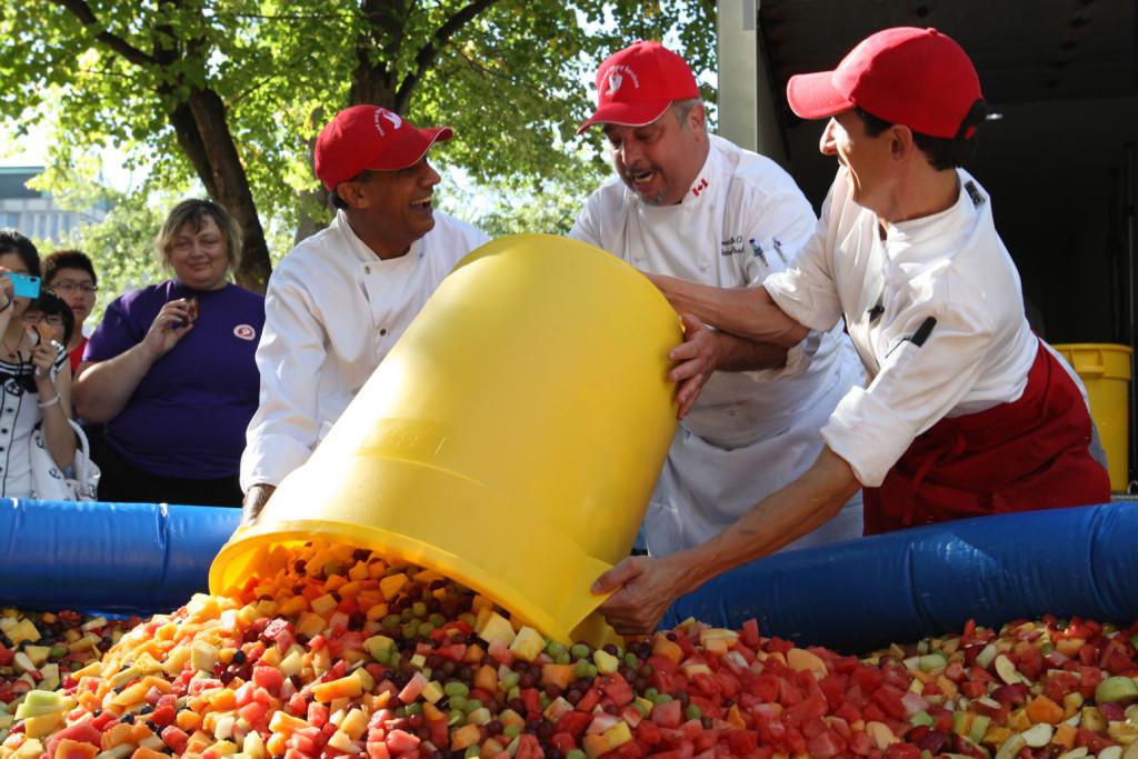Największa sałatka owocowa świata