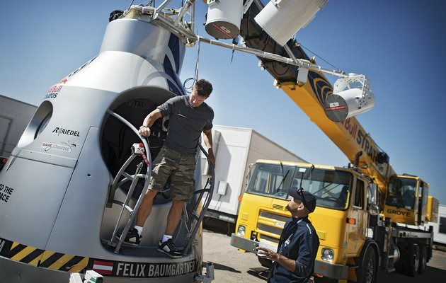 Felix Baumgartner – skok zespadochronem