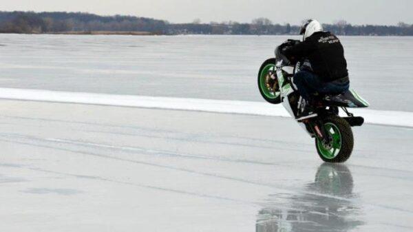 Motocyklem po lodzie – rekord prędkości