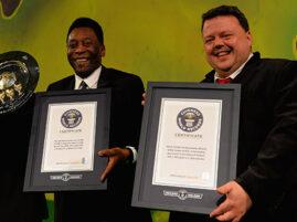 Legenda futbolu, Pelé, nagrodzony dwoma rekordami Guinessa