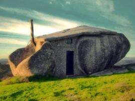 Dom w kamieniu - ciekawostki
