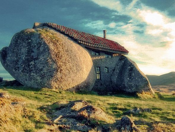 Dom zkamienia - ciekawostki