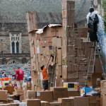 Największa wieża z kartonów