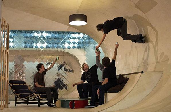 Skateboard House - Ciekawostki