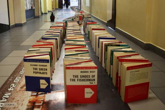 Najdłuższe domino zksiążek - rekord Guinessa