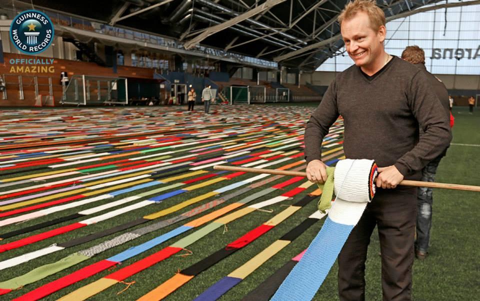 Najdłuższy szalik zrobiony na drutach