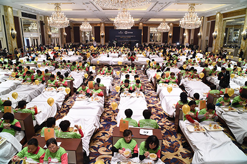 Najwięcej osób jedzących śniadanie włóżku