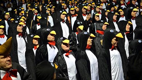Najwięcej osób wstroju pingwina