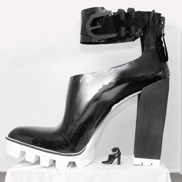 Największy but nawysokim obcasie