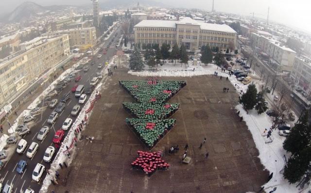 Największa choinka z ludzi – poznański rekord pobity