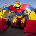 Najwięcej osób wspólnie budujących jeden przedmiot z klocków Lego