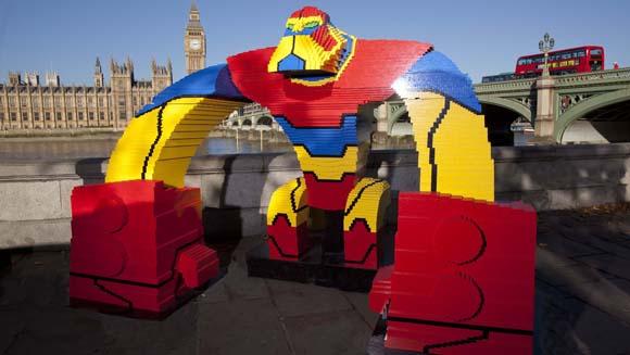 Najwięcej osób wspólnie budujących jeden przedmiot zklocków Lego