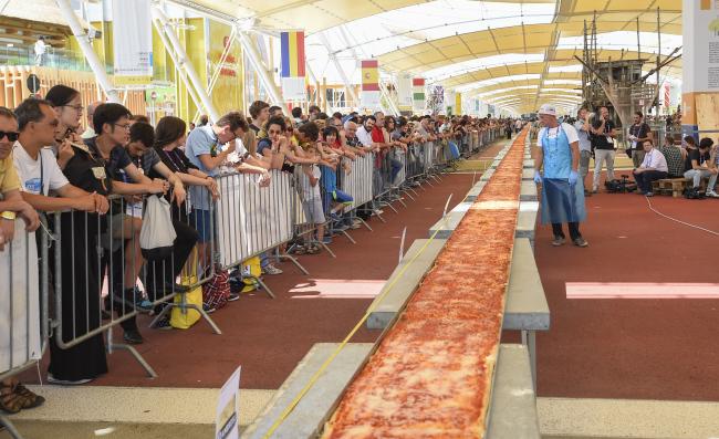 Najdłuższa pizza świata - Mediolan