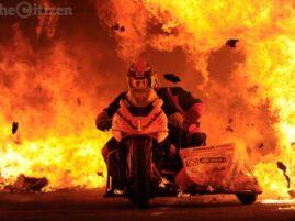 Najdłuższa podróż na motocyklu przez ogień