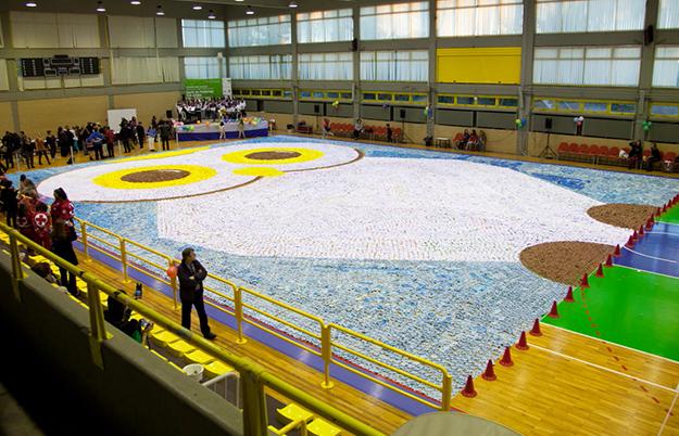 Największa mozaika zlilii wodnych origami