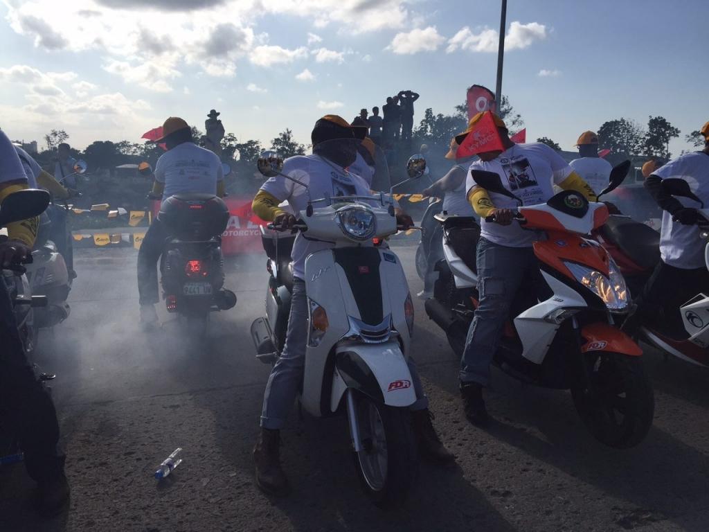 Palenie gumy namotocyklach - rekord Guinessa