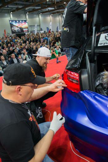 Oklejanie samochodu folią - rekord Guinnessa
