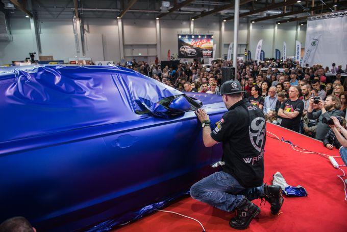 Oklejanie samochodu naczas - rekord Guinnessa