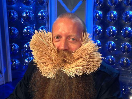 Wykałaczki w brodzie - rekord Guinessa